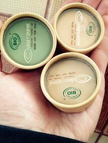 Krem korygujący (korektor) Couleur Caramel   Korektor Couleur Caramel redukuje niedoskonałości cery takie jak: cienie, obrzęki, przebarwienia. Jego delikatna i kremowa konsysten...
