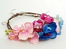 Kolorowy ślubny wianek w odcieniach różu, kobaltu i błękitu.  Do kupienia w s...