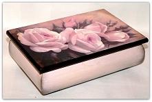 Romantyczna szkatułka na biżuterię ręcznie ozdobiona i dopieszczona z każdej strony, idealna na prezent. Jeden klik i zapraszam do sklepu.