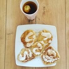 gruszkowe pankakesy na mleku migdałowym z gruszka i makaronem bezglutenowym  polane jogurtem naturalnym i posypane cynamonem :) pycha