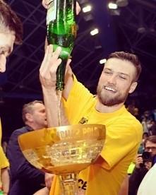"""Andrzej Wrona: """"Najfajnieszy kieliszek do szampana w Polsce"""".  Lepi..."""