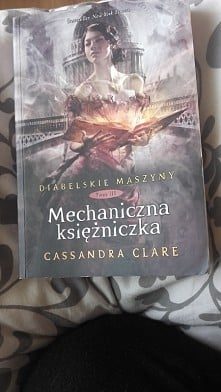 Jedną z najcudowniejszych książek jakie w życiu przeczytałam !! ❤❤ Stuprocentową cudo :* Polecam wszystkim całą twórczość Cassandry Clare
