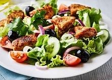 Sałatka z kurczaka, oliwek i pomidorów
