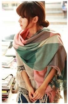 Piękny duży szal. Idealny na chłodniejsze wiosenne wieczory. Po kliknięciu w ...