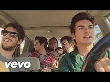 5 hot Spanish guys singing in the car  Nie ma za co, dziewczyny :)