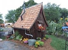 Ten mały domek wygląda jak ...