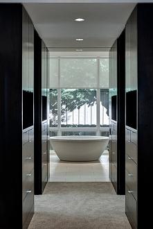 Master bedroom to kompleks pomieszczeń w domu amerykańskim -  sypialni, garde...