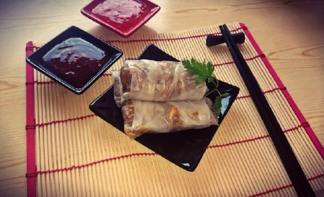 Idealny lunch po treningu czyli springrollsy z kurczakiem i warzywami (marchewka, kapusta pekińska, pieczarki, czosnek, imbir + makaron ryżowy).