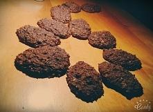 Pyszne ciasteczka czekoladowo - kokosowo - bananowe - bez dodatku cukru :)  SKŁADNIKI: *1/2 szklanki mąki razowej pszennej typu 1850 *1/2 szklanki mąki żytniej razowej typu 2000...