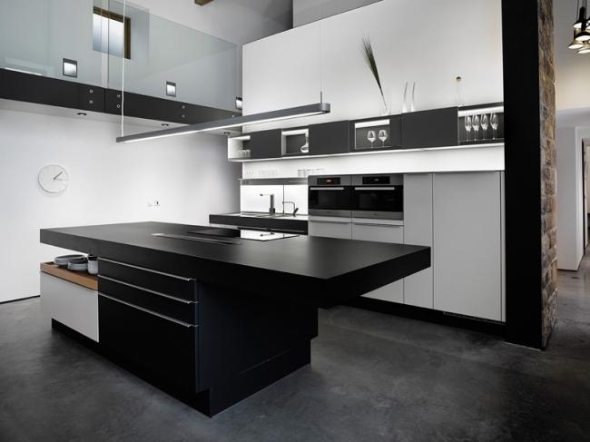 Przebudowa starego budynku na nowy - czyli jak wygląda udana przebudowa starej stodoły zamienionej w dom jednorodzinny - zapraszam na bloga po  inspiracje! Piękna, minimalistyczna kuchnia w kolorach czerni bieli czyli jak wygląda nowoczesna kuchnia w kontrastowych odcieniach!