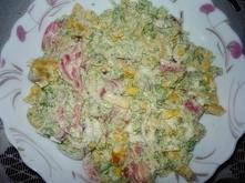 Salatka brokulowa z jajkiem i papryka.  Skladniki: 4-5 jaj ugotowanych na twa...