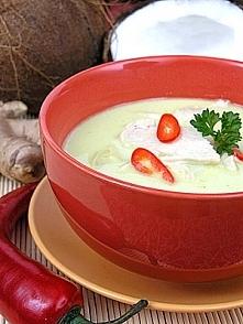 Zupa z kurczakiem o smaku wybitnie kokosowym