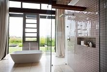 Piękna, jasna, przestronna łazienka z wielkim oknem - zobacz jak wygląda nowoczesne projektowanie i zainspiruj się! Zapraszam na nowy wpis na blogu u Pani Dyrektor - jeszcze wię...