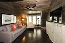 Przytulny pokój rodzinny czyli family room urządzony na poddaszu. Trochę za d...