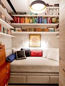 Family room czyli pokój rodzinny to również miejsce do czytania książek. Po pozostałe inspiracje na to gdzie i jak urządzić family room czyli pokój rodzinny w amerykańskim domu ...