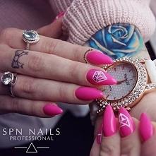 Neonowy róż -> Night in Miami  Nails by Karolina Kaczerewska, SPN Nails Team