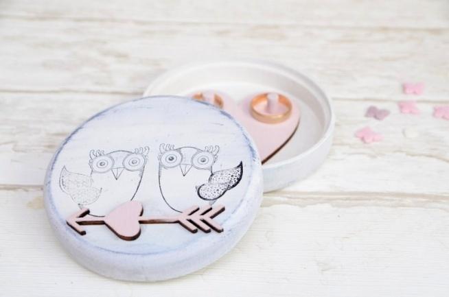 Bycie sową zobowiązuje!! Niezwykłe pudełeczko na obrączki ślubne z motywem sowy. Dla rannych ptaszków i nocnych marków ;)  Do kupienia w sklepie internetowym Madame Allure!