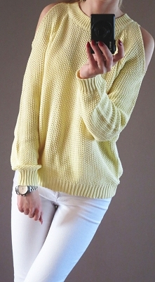 sweterek z wyciętymi ramionami