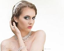 Woalka ślubna z kolekcji Decoris & Art zdobiona motywem z perełek i kryształów