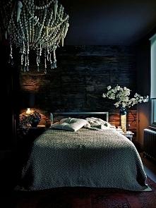 Granatowa sypialnia wcale nie musi być ponura! Zobacz jak stosować kolor gran...