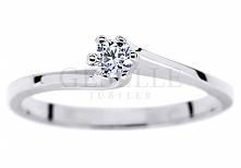 Klasyczny pierścionek zaręczynowy z brylantem o masie 0,13 ct oprawionym w sz...