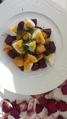 ziemniak jajko i buraczki, sycące i dobre ;)