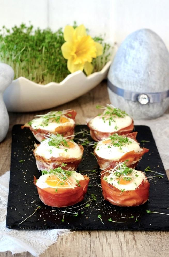 Jajka zapiekane w szynce parmeńskiej
