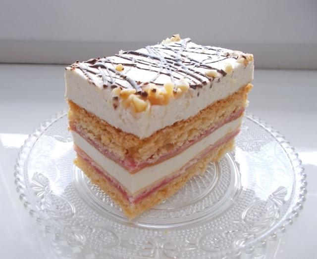 kruche ciasto z pianką i dżemem porzeczkowym