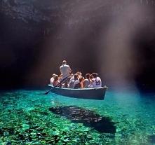Wow ... Najczystsze i najbardziej przejrzyste jezioro na świecie – Melissani w Grecji.