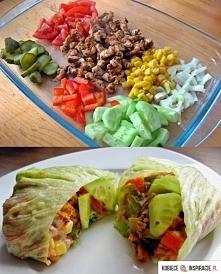 Oszukany kebab Składniki: duże liście sałaty lodowej (3) pomidor pierś z kurczaka (około 150 g) 2 łyżki kukurydzy konserwowej (bez dodatku cukru) 1/4 cebuli (najlepiej czerwonej...