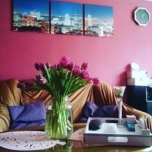 Witaj wiosno Najprostszy pomysł, gdy nie masz wazonu?  Słoik. Możesz go przyozdobić,  albo tak jak ja zostawić.  Słoik to zawsze jest dobre rozwiązanie