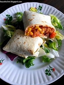 Burrito z kurczakiem, ryżem, czerwoną fasolą i kukurydza, polecam!