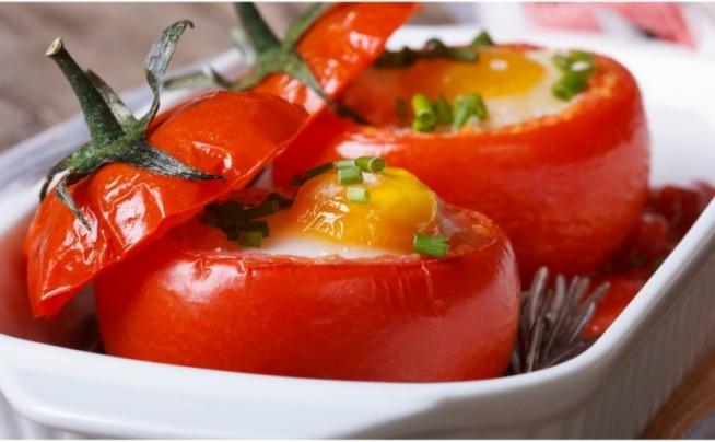 PIECZONE POMIDORY Z JAJKIEM - 164 KCAL ❤️ PRZEPISY NA WIELKANOC  Jeden z FitPlanner'owych przepisów na Wielkanoc. Zdrowy, dietetyczny posiłek na obiad powinien zawierać wysoką zawartość białka. Kiedy trenujesz i Twoim celem jest ładnie wyrzeźbiona sylwetka, odpowiednia dieta pomoże Ci zbudować te mięśnie nad którymi pracujesz. Dlatego, czy to chcesz mieć kształtną i uniesioną pupę, czy wyrzeźbiony płaski brzuch, nie rezygnuj z białka w swojej diecie.  Szukałaś ciekawy przepis na obiad z jajek ? Poniżej znajdziesz przepis na potrawę z jajek ! Idealne danie z jajek na obiad, a może i kolację ?   Sprawdź przepis na blogu FitPlanner :) Klik w obrazek!  FitPlanner - wyszukiwarka zajęć sportowych, klubów fitness i instruktorów.