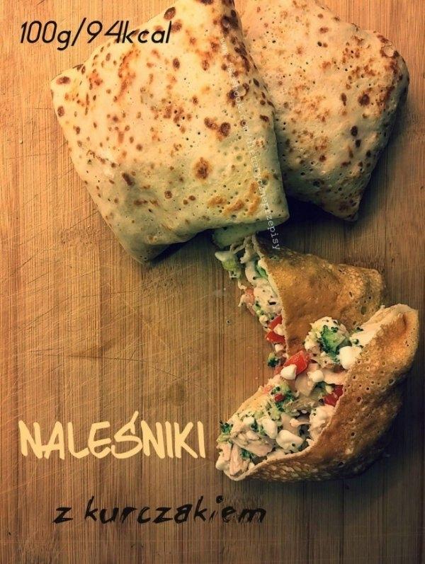 DIETETYCZNE NALEŚNIKI z kurczakiem♥♥♥ Pomysł na FIT obiadek ! ! ! Składniki ~ na naleśniki: ✔ jajko, ✔ 2 łyżki skrobi kukurydzianej, ✔ 1 łyżka jogurtu naturalnego 0%, ✔ szczypta soli, ✔ 2-3 łyżki mleka. Składniki pozostałe: ✔ ugotowana pierś z kurczaka bez skóry, ✔ ugotowane różyczki brokuła ( ok 4-5 łyżki), ✔ serek wiejski, ✔ 3-4 pomidorki koktajlowe. Przygotowanie ~ naleśników: - wszystkie składniki połącz ze sobą, - rozgrzej patelnię teflonową oraz przetrzyj ją ręcznikiem papierowym nasączonym oliwą z oliwek, - zmniejsz ogien i smaż naleśniki pod przykrywką, Przygotowanie: - wszystkie składniki (oprócz serka) pokrój w kostkę, - razem wymieszaj razem z serkiem, dopraw do smaku, - na usmażone naleśniki rozprowadź farsz i zawiń dokładnie, Wartości odżywcze na 100g - 94kcal :)