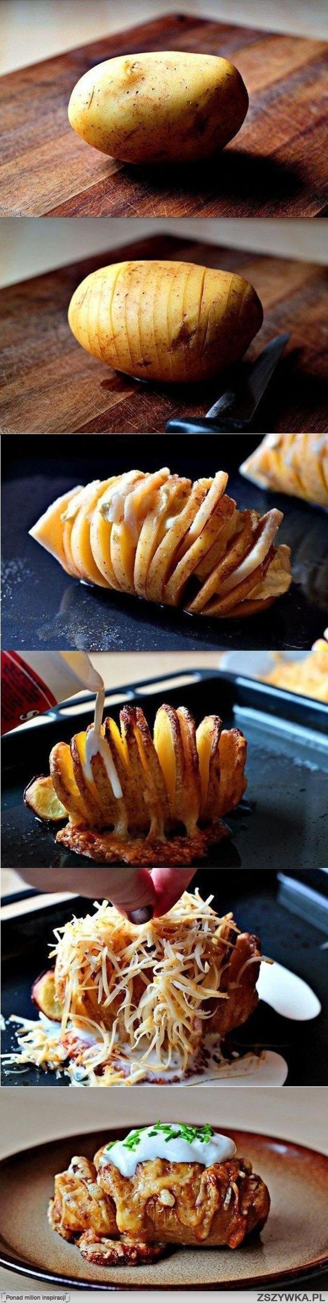 Rozkrój ziemniaka :)  Ziemniaka obrać i pokroić , i np. boczek wcisnąć miedzy rozkrojenia lub pokrojony w kostkę obsypać ziemniaki , podpiec w piekarniku pod folią (szybciej się zrobi) około 20-30 min , zdjąć folię i jeszcze z 10 min podpiec następnie posypać mozarellą i piec aż ser się rozpuści. Ziemniaki mozna tez dla lepszego smaku delikatnie obsypać jakimiś ziołami np. tzatzykami.