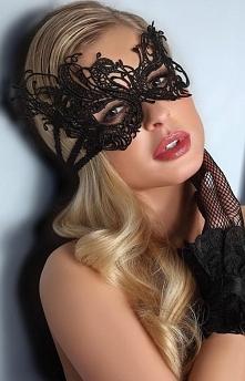 Livia Corsetti Asymetria maska Piękna maska, wykonana ze sztywnej gipiury, wi...