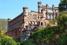 Zamek Bannerman – Nowy Jork, USA  Zamek zakupiony w 1890 roku przez Francisa Bannermana jednego z największych handlarzy bronią w Ameryce znajduje się na jednej z najmniejszych ...