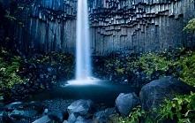 Islandia – gejzery, piękne kolorowe laguny, malownicze góry, lodowe jaskinie .