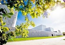 Nowoczesna elewacja budynku usługowego czy nowoczesna elewacja budynku biurow...
