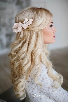 Piękna kobieta i piękne włosy. Znaleźć i uściskać :) Loki i kolor? Zaniemówiłam