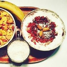 Dzień dobry, śniadanie podano. :) Płatki kukurydziane z kawałkami bananów, mi...