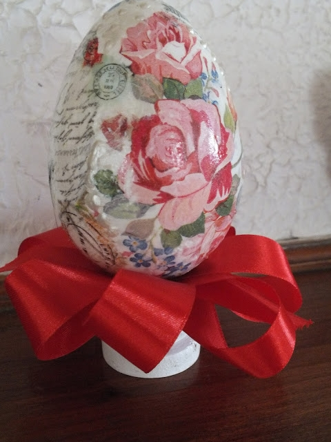 Jajko na stojaczku decoupage w stylu vintage