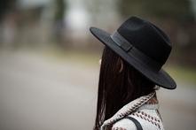 lillymarlenne.blogspot.com  Boho stylizacja z kapeluszem fedorą i wełnianym p...