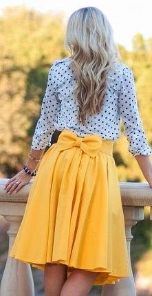 Piękna spódnica :) Letnie kolory, dziewczęca kokarda. Czego chcieć więcej :)