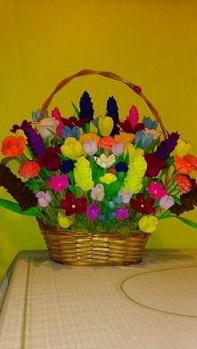 kosz kwiatów z krepiny
