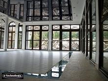 Sufit napinany nad basenem gwiezdne niebo to nowoczesny pomysł na udekorowani...
