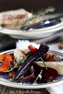 Warzywa - marchewka, buraki, topinambur, dynia i cebula zapieczone w piekarniku
