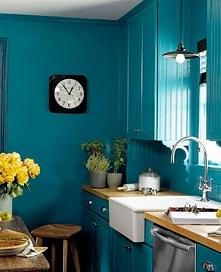 Niebieska kuchnia? Bo wnętrza w kolorach lata są nieprzewidywalne - zainspiru...