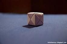 Kostka wykonana techniką origami