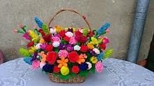 kolejny kosz pełen kwiatów